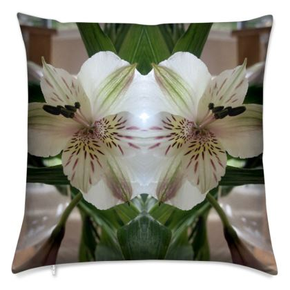 Alstroemeria petal Reflection cushion
