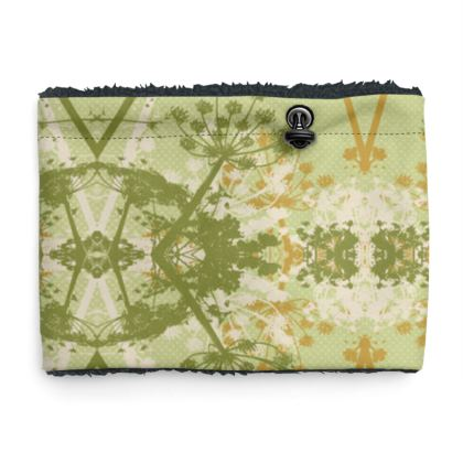 Sherpa Snood Neck with Floral Pattern in Green