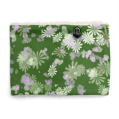 Sherpa Snood Neck with Floral Pattern in Greens