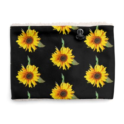 Sherpa Snood Neck with Sunflower Pattern in Black