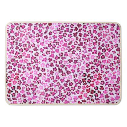 Leopard Skin in Magenta Collection Bath Mat