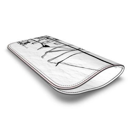 Brillenetui aus Leder mit einer Zeichnung aus Eisenberg