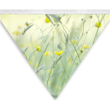 Bunting in Buttercup Meadow Flower Design