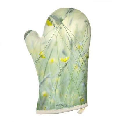 Oven Glove in Buttercup Meadow Flower Design.