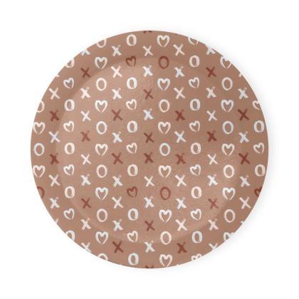 XOXO neutral typography pattern