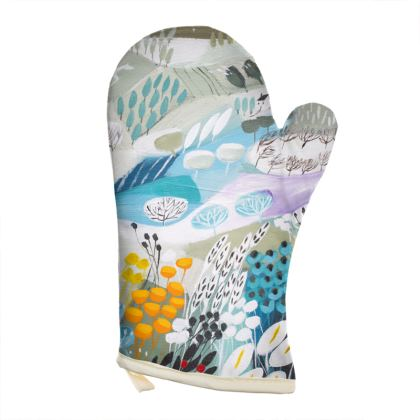 Oven Glove in Natalie Rymer Snowy Hill design