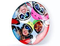 Keramik Teller bedrucken mit Foto von Freunden beim Skifahren