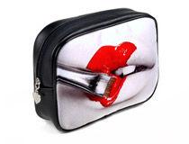 Schminktasche bedrucken Kussmund und Lippenstift