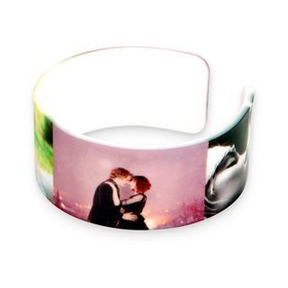 custom friendship bracelets show love