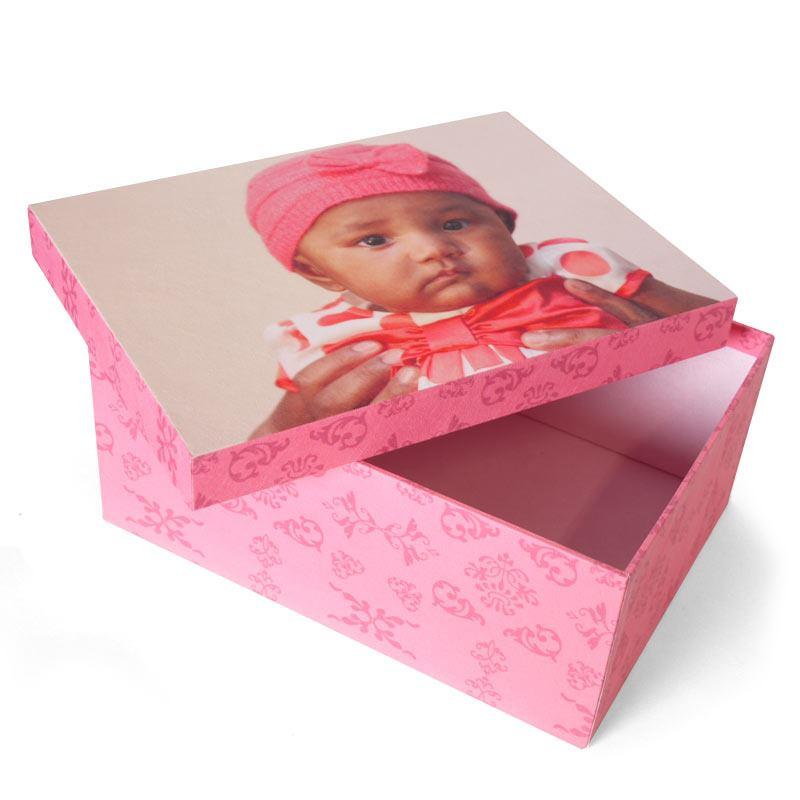 scatola con foto