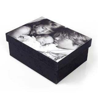 scatola con foto bianco e nero