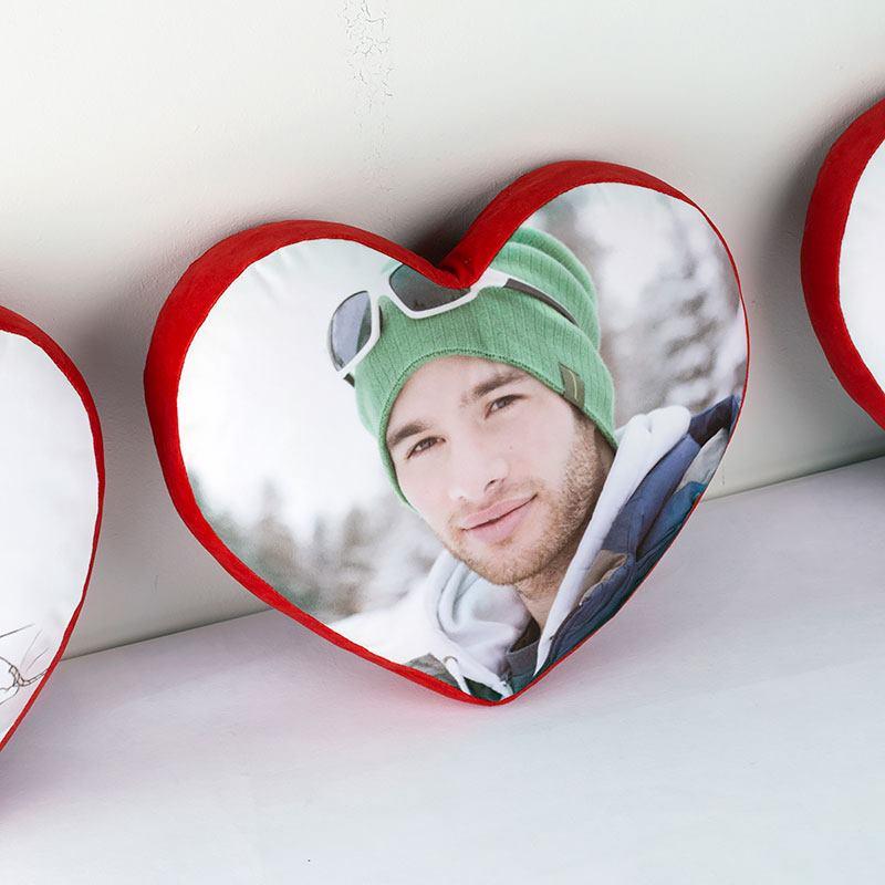 Coussin en forme de coeur coussin coeur personnalis avec une photo - Coeur avec des photos ...