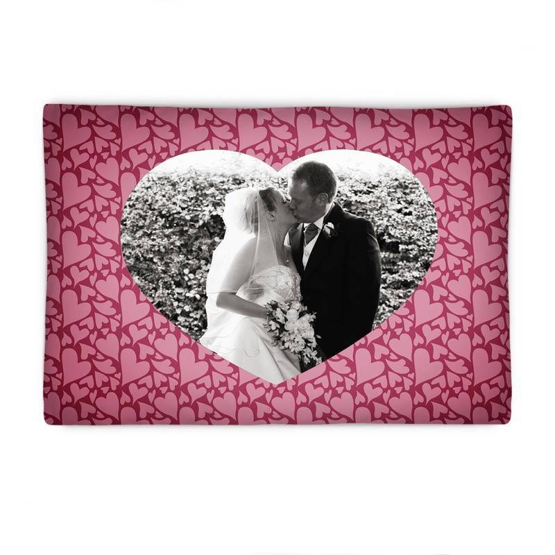 kissenbezug mit foto in herzform valentinstag kissen gestalten. Black Bedroom Furniture Sets. Home Design Ideas