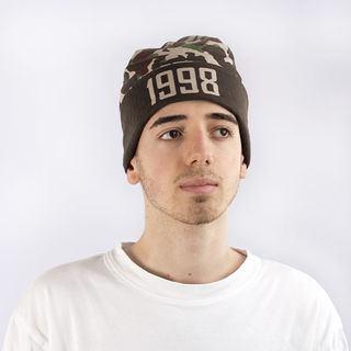 cappelli invernali con scritte