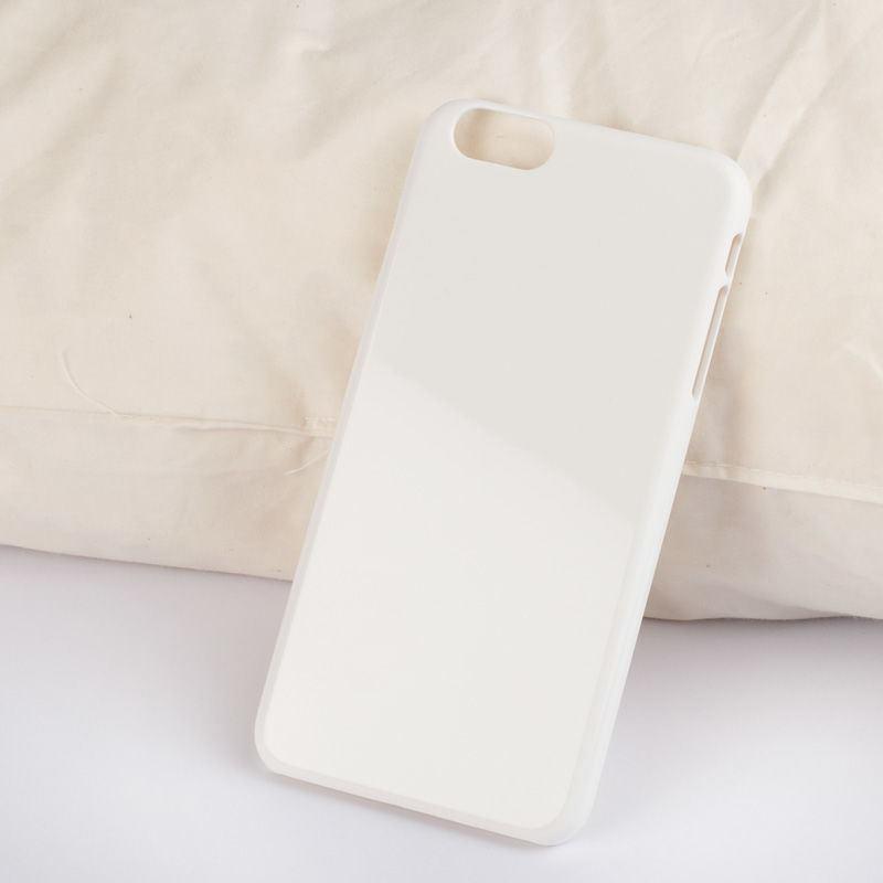 iPhone 6 unprinted plastic case lifestyle shot