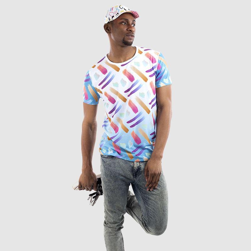 T-shirt coupe et couture pour hommes, tenant l'image