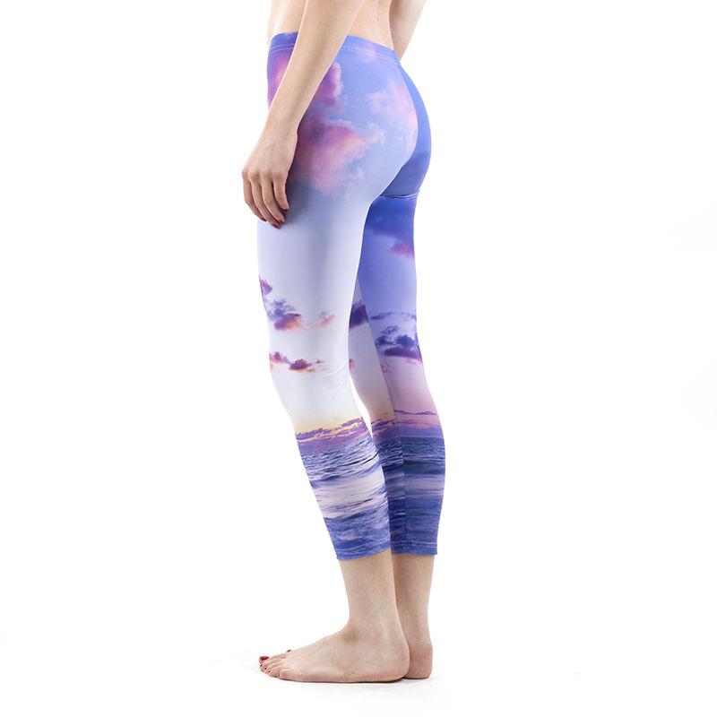 Frauen Leggings bedrucken lassen. Die Leggings der Marke Bella liegt voll im Trend und lässt sich super mit Deinem Outfit kombinieren. Bei uns kannst du diese Frauen Leggings bedrucken lassen, selbst gestalten und im individuellen Design kaufen.