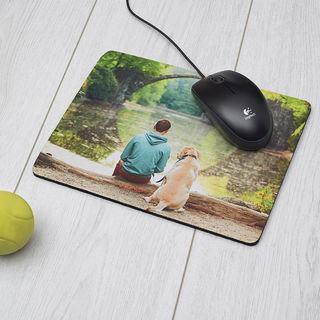 Photo de chien sur le tapis de souris