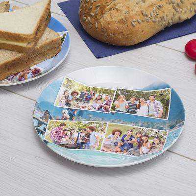Assiette en plastique avec montage photos