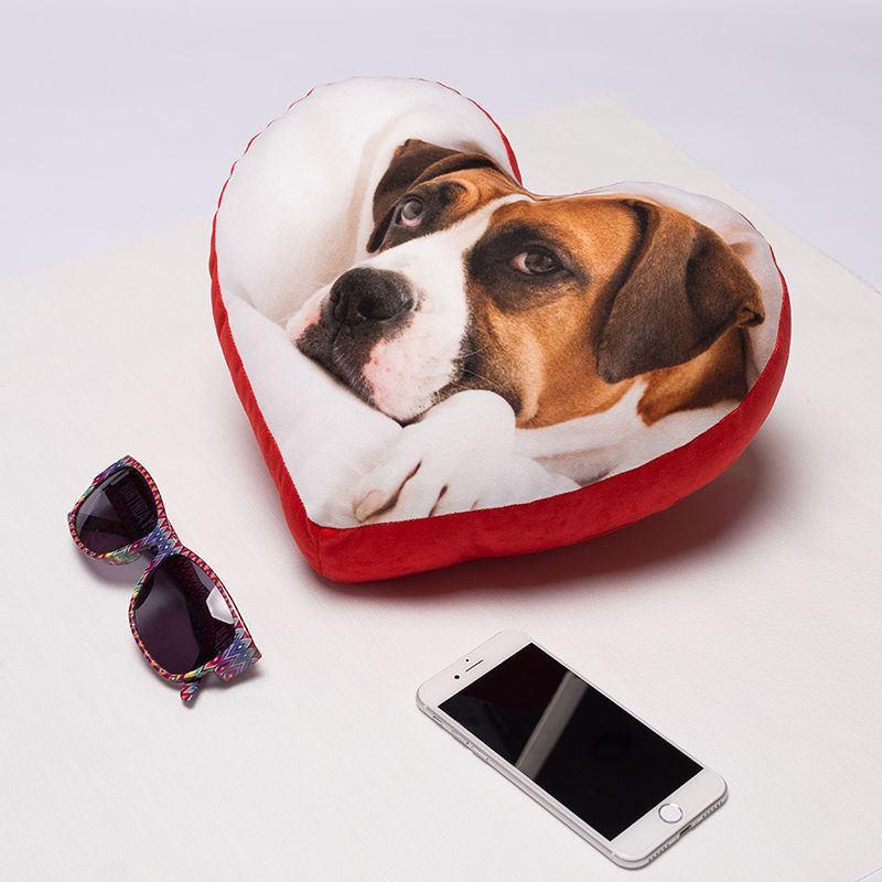 coussin en forme de coeur coussin coeur personnalis avec photos. Black Bedroom Furniture Sets. Home Design Ideas