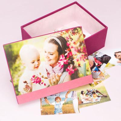 baby erinnerungsbox mit eigenen fotos bedrucken lassen mutter und kind