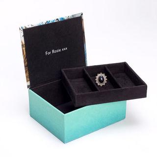 Intérieur en suédine de la boîte à bijoux personnalisable