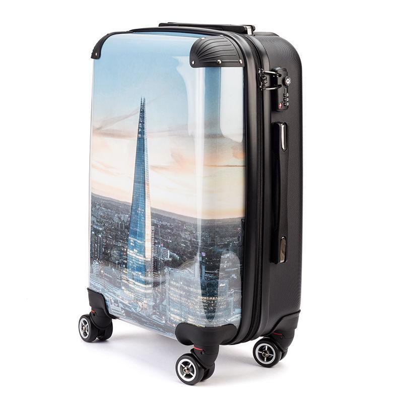 koffer bedruckt mit stadt