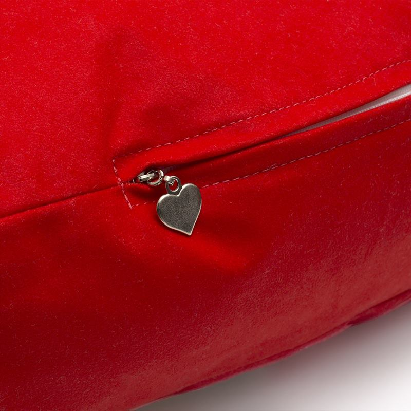 Big heart cushion zip tag