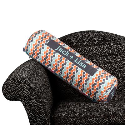 nackenrolle xxl bedruckt mit muster auf sofa