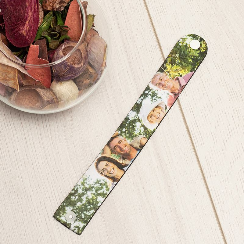 personalisiertes armband armband mit eigenen fotos bedrucken lassen. Black Bedroom Furniture Sets. Home Design Ideas